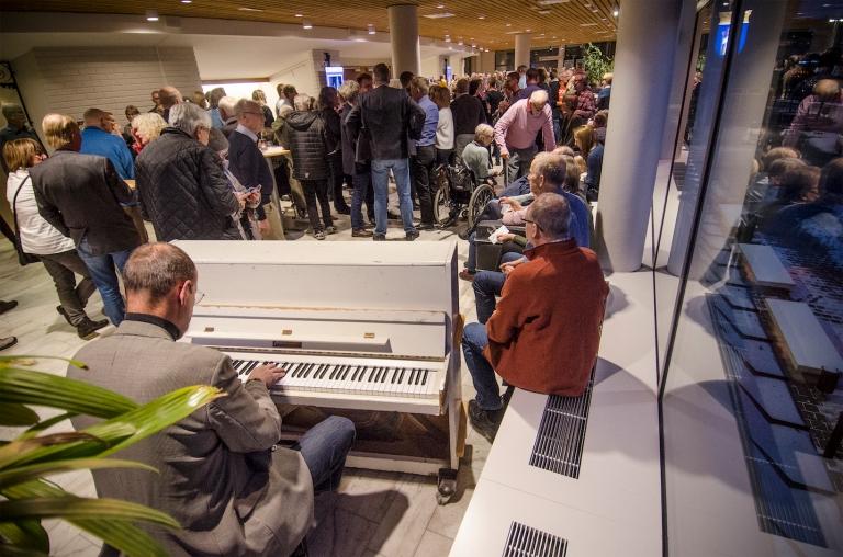 Mingel och pianospel_liten